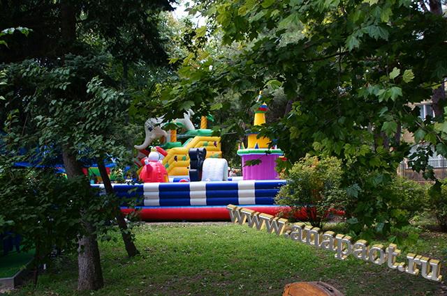 Детская игровая зона рядом с Театральной площадью