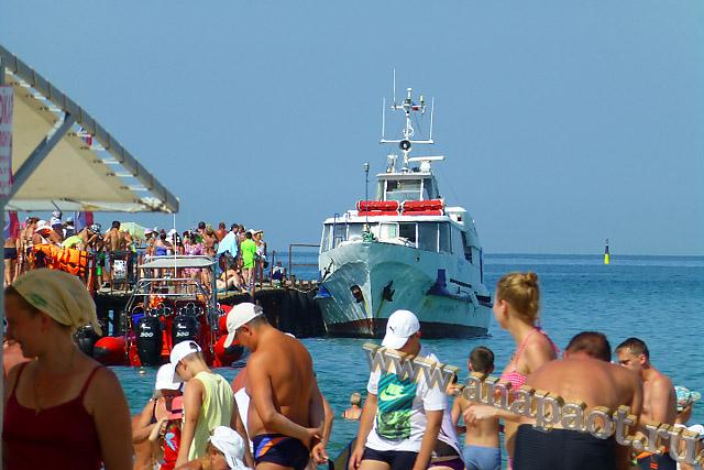Анапа Центральный пляж пирс для прогулочных катеров