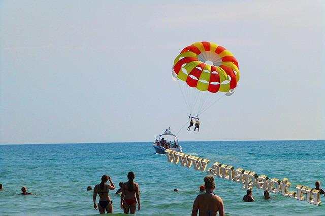 Пляж Джемете аттракцион с прарашютом